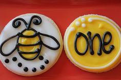Such a sweet bumblebee cookie