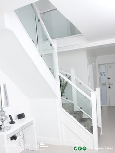 Dazzling white staircase with clamped glass White Staircase, New Staircase, Staircase Railings, Modern Staircase, Staircase Design, Bannister, Painted Staircases, Up House, House Stairs
