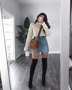 Do you also want to wear miniskirts and look chic? We share tips from fashionistas on how to wear miniskirts the grow-up way and not look trashy! Mode Outfits, Girly Outfits, Cute Casual Outfits, Simple Outfits, Pretty Outfits, Stylish Outfits, Stylish Girl, Winter Fashion Outfits, Fall Outfits
