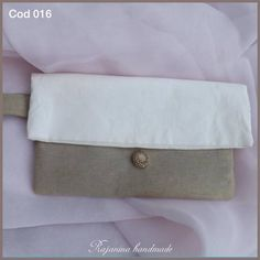 Buy on: http://it.dawanda.com/search?q=Rajanina. #pochette #bag #borsa #handmade #look #outfit #madeinitaly #champagne #white #clutch #glam #glamour #vogue #cosmogirl #cosmopolitan