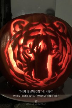 Corporate Design, New Market, Marketing, Pumpkin Carving, Happy Halloween, Business, Things To Do, Pumpkin Carvings, Store
