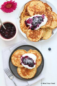 88 clean eating healthy sweet snacks under 100 calories - Clean Eating Snacks Healthy Sweets, Healthy Snacks, Healthy Recipes, Good Food, Yummy Food, Tasty, Alice Delice, Rhubarb Jam Recipes, Coconut Pancakes
