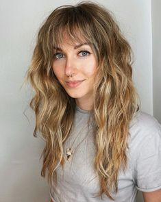 Medium Blonde Hair with Shaggy Bangs Blonde Pony, Caramel Blonde Hair, Blonde Hair With Bangs, Medium Blonde Hair, Dark Blonde Hair Color, White Blonde Hair, Hair Color Caramel, Strawberry Blonde Hair, Cool Blonde