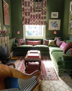 Home Interior Design — Beautifully greenish room – Tv Room Interior Exterior, Home Interior Design, Snug Room, Green Rooms, Classic Interior, Cozy Place, Beautiful Interiors, Cheap Home Decor, Decoration