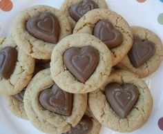 I Heart Peanut Butter Cookies - A heartwarming twist on a classic cookie. A great Valentine's Day treat - perfect for your kid's class party! Tag: Valentine's Day Recipes for Kids, Valentine's Day Treats, Easy Valentine's Day Recipes My Sweet Valentine, Valentines Day Treats, Kids Valentines, Valentine Craft, Valentine Ideas, Creative Snacks, Peanut Butter Cookies, Sugar Cookies, How Sweet Eats