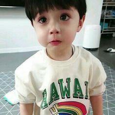 Baby korean and dad 57 ideas Cute Baby Boy, New Baby Boys, Cute Little Baby, Little Babies, Cute Kids, Dad Baby, Cute Asian Babies, Korean Babies, Asian Kids