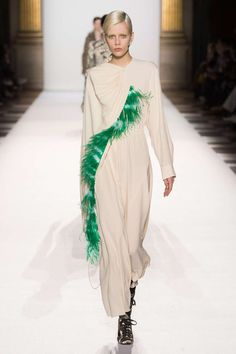 Dries van Noten and the Dreamiest Spring Jackets Hi Fashion, Minimal Fashion, Fashion 2018, Fashion Week, Fashion Show, Fashion Design, Paris Fashion, Spring Jackets, Haute Hippie