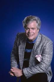 Antigo ator galã Douglas Osborne McClure ou apenas Doug McClure  nascido em 11/05/1935, faleceu em 05/02/1995. Um dos quais eu achava lindo e engraçado..