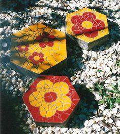 Janaina Ferreira Mosaicos: Trilha para Jardim e Revestimento em Parede
