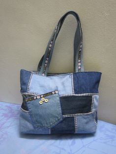 Denim patch handbag Fabric Crossbody Bags, Denim Tote Bags, Denim Purse, Patchwork Bags, Quilted Bag, Bingo Bag, Skinny Quilts, Blue Jean Purses, Denim Crafts