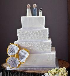 Cake w/ Bride, Groom & Puppy!