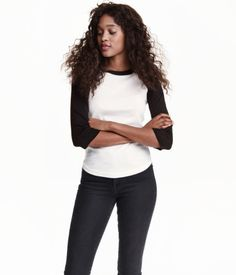 Baseball shirt in soft jersey with 3/4-length raglan sleeves in a contrasting colour and a rounded hem.