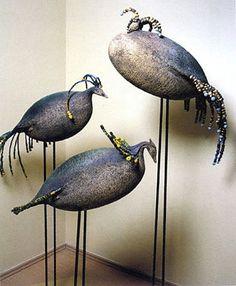 Yurtiçi ve uluslararası bir çok çakıl mozaik projesine imza atmış ödüllü bir firmadır. Clay Birds, Ceramic Birds, Ceramic Animals, Clay Animals, Ceramic Pottery, Bird Sculpture, Animal Sculptures, Concrete Art, Cement