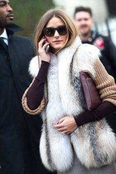 London Street Style to inspire your spring wardrobe. Olivia Palermo at Looks Street Style, Autumn Street Style, Street Chic, Street Wear, Fur Fashion, Street Fashion, Love Fashion, Womens Fashion, Olivia Palermo Style