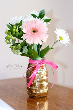Easy DIY sequin vase. Can also apply this technique to create make-up brush jar, pencil holder and more.