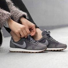 Best Casual Fashion Part 3 Sneaker Outfits, Sneakers Fashion Outfits, Fashion Shoes, Nike Internationalist, Tenis New Balance, Nike Wmns, Mode Shoes, Basket Mode, Shoe Boots
