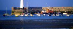 La péninsule d'Ards en Irlande du Nord  Un certain nombre de villes et de villages résident sur la péninsule, comme la ville en front de mer de Donaghadee et ses environs compris dans le district d'Ards.
