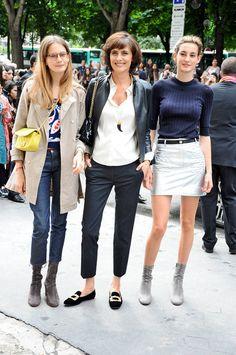 Ines de la fressange et ses deux filles, Violette et Nine dUrso, le 8 juillet School Fashion, Fashion Week, Girl Fashion, Womens Fashion, Fashion Design, Style École, Mein Style, Paris Chic, French Girl Style