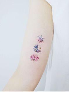 , From Hong Kong🇭🇰. - Tattoos on back - Tattoo Mini Tattoos, Star Tattoos, Foot Tattoos, Flower Tattoos, Body Art Tattoos, New Tattoos, Snowflake Tattoos, Moon Star Tattoo, Pretty Tattoos