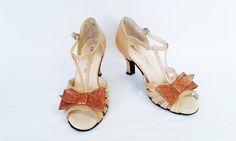 Chaussure de danse et de mariage haut de gamme, fabrication française, 100% personnalisable. Souple et confortable. Ici en cuir  beige et pailleté cuivré. Sandals, Heels, Fashion, Dance, Top, Weddings, Heel, Moda, Sandal