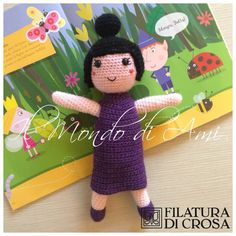 "Tata susina de ""il piccolo regno di Ben & Holly"" realizzata con filato ""Zarina"" Filatura di Crosa. Uncinetto, fatto a mano, amigurumi. Nanny Plum handmade crochet. Crochet Crafts, Knit Crochet, Filatura, Ben E Holly, Play Food, Amigurumi Toys, Dinosaur Stuffed Animal, Dolls, Knitting"