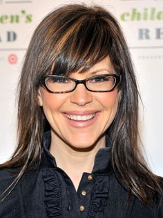 """One of the few trend-setting people wearing """"nerdy"""" glasses BEFORE they were cool- musician Lisa Loeb. LOVE her hair!(Cool Blonde With Lowlights) Bangs And Glasses, Cute Bangs, Lady Lovely Locks, Cool Blonde, Hair Shows, Love Hair, Hairstyles With Bangs, Hair Day, Looking Gorgeous"""