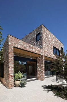 Amazing Modern Contemporary Urban House that Worth to Know - DecOMG House Cladding, Facade House, Brick Architecture, Residential Architecture, Urban House, Modern Brick House, Recycled Brick, Brick Facade, Street House