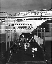 Passengers boarding the Steamer Admiral. Missouri History Museum Loved going on the SS Admiral as a child.we cruised the river.left at and came back 3 or Missouri Town, St Louis Mo, Forest Park, Urban Life, Saint Charles, Past, Places To Visit, Tours