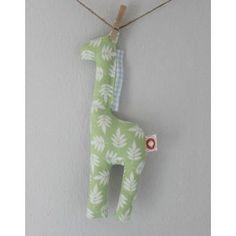Girafinha verde giraffe toy baby Vermelho Morango Online Store www.vermelhomorango.com