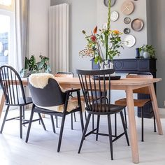 Mixed Dining Chairs, Upholstered Dining Chairs, Dining Chair Set, Living Room Interior, Home Living Room, Home Interior Design, Living Room Furniture, Starter Home, Piece A Vivre
