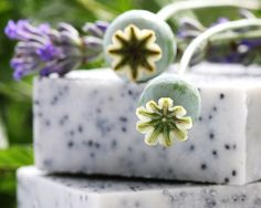 #Wiltshire Sophie's Barn makes #handmade #natural #soaps with ingredients such as #poppyseeds ,#lavendar , #rosehip and #rosemary. Sophie only uses natural products with food quality ingredients. The soft colours and gentle fragrances come from the natural ingredients, the gardener's soap contains poppy seeds and pumice, both are natural exfoliants plus rosemary, which has antiseptic and anti-inflammatory properties and is perfect for soothing scratches. http://bit.ly/1xDCfPs
