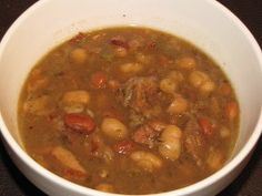 This Slow Cooker Bacon Bean Soup is a hearty slow cooker soup recipe that always hits the spot. Savor the bacon and bean flavor combo and you'll surely be saying this is one of the best soup recipes around. Slow Cooker Beans, Slow Cooker Bacon, Slow Cooker Times, Slow Cooker Soup, Slow Cooker Recipes, Crockpot Recipes, Chili Recipes, Bean And Bacon Soup, Potato Bacon Soup