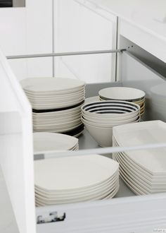 lisbet e.: kitchen with amfora tableware