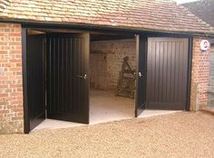 Bifold garage doors, like any other type of door, have their own advantages and disadvantages. Learn here about the two types of folding garage doors. Cheap Garage Doors, Garage Door Colors, Garage Door Windows, Diy Garage Door, Modern Garage Doors, Wood Garage Doors, Garage Door Makeover, Garage Door Design, Diy Door