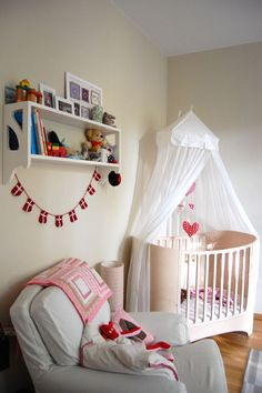 A very simple and pretty nursery :)