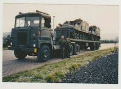 Scammell / Leyland Crusader tractor unit hauling a semi trailer with Sultan CVRT ( Combat Vehicle Reconnaissance Tracked) command armoured vehicles. Army Vehicles, Armored Vehicles, Armoured Personnel Carrier, British Armed Forces, Rail Transport, Heavy Truck, Military Photos, Transporter, Jeep Truck