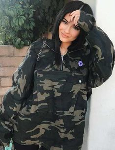 Kylie Jenner is taking over the fashion world. Let's take a look at some of the best Kylie Jenner outfits and see if we can get some fashion inspo. Kylie Jenner Fotos, Estilo Kylie Jenner, Kyle Jenner, Kendall Jenner, Kylie Jenner Outfits, Trajes Kylie Jenner, Looks Kylie Jenner, Kylie Jenner Style, Kendall And Kylie