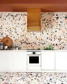 """Polubienia: 21.2 tys., komentarze: 196 – Design Milk (@designmilk) na Instagramie: """"Give us all the #terrazzo.  Photo of the #kitchen at @espacionuevacarolina with #terrazzotiles…"""""""