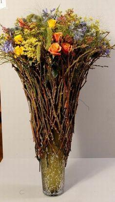 Halloween Floral Arrangements, Dried Flower Arrangements, Dried Flowers, Tall Table, Special Flowers, Garden Shop, Floral Designs, Bouquets, Glass Vase