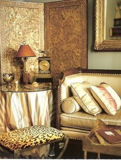 Gold is always a rich way to celebrate and enjoy the feel of glamor:)
