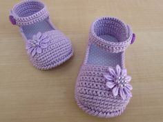 crochet baby boots Mercedita Flor Blanca, Nios Y Beb, Pat - Diy Crafts Baby Girl Sandals, Crochet Baby Sandals, Crochet Baby Boots, Knit Baby Booties, Booties Crochet, Baby Girl Crochet, Crochet Baby Clothes, Crochet Slippers, Baby Shoes Pattern