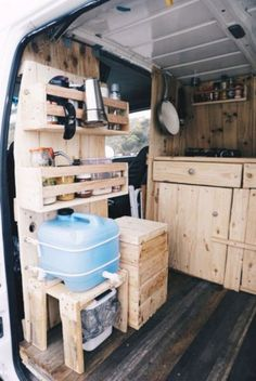 60+ Stunning Interior Design Ideas for Camper Van You Can Copy Right Now https://freshouz.com/60-stunning-interior-design-ideas-camper-van-can-copy-right-now/