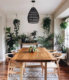 Take a tour of my modern and minimalist living room. My interior design style is a blend of minimalism, mid-century modern, Scandinavian and SoCal vibes. Bohemian Living, Dining Room Inspiration, Home Decor Inspiration, Dining Room Design, Interior Design Living Room, Cosy Dining Room, Kitchen Interior, Modern Minimalist Living Room, Minimalist House