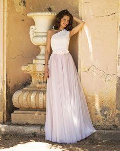 Love this look. Asymetric top and bi-color plumeti skirt. Wedding Wedding Day Wedding Dress Weddings Planner Your Big Day Wedding Gowns, Wedding Day, Flower Belt, Big Day, Wedding Planner, Tulle, Bride, Elegant, Formal Dresses