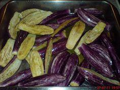 Μελιτζάνες φούρνου ,από τα πιο αγαπημένα του καλοκαιριού!! ~ ΜΑΓΕΙΡΙΚΗ ΚΑΙ ΣΥΝΤΑΓΕΣ Vegetable Recipes, Eggplant, Vegetables, Food, Veggies, Veggies, Veggie Food, Eggplants, Veggie Food
