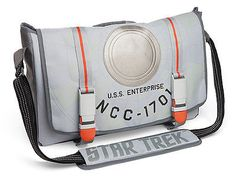 This Star Trek Starship Messenger Bag features the Enterprise herself stitched on the exterior. The interior features a blue Star-Trek-themed lining and padding all around, so you can keep your tricorder in here without worrying about busting it. Star Trek Merchandise, Moda Geek, Uss Enterprise Ncc 1701, Video Clips, Star Trek Starships, Geek Fashion, Love Stars, Geek Out, Looks Cool
