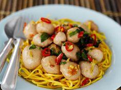 Siskonmakkarapallerot aasialaisittain - Spice Up! - Kotikokki.net-kumppani Spice Things Up, Spaghetti, Spices, Ethnic Recipes, Food, Spice, Essen, Meals, Yemek