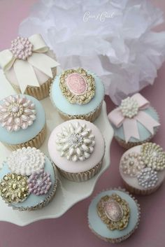 Edible brooches on cupcakes. Awesome idea for a tea party or antique style/themed event.