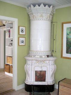 Kakelugnar  (Swedish tile stove)