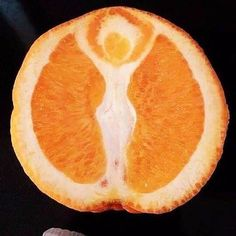 forget about jesus in your toast, my friend just found the goddess in her orange! (orange sliced in half, showing a 'Goddess' silhouette with raised arms) Weird Fruit, Funny Fruit, Strange Fruit, Funny Food, Things With Faces, Funny Vegetables, Hidden Face, Summer Solstice, Fruit And Veg